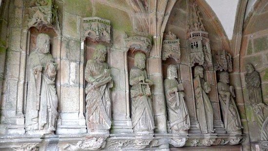 Lampaul-Guimiliau, Francia: Apôtres du porche
