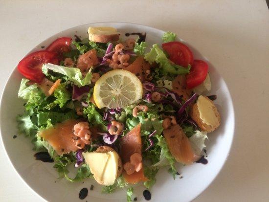 La Chandeleur: Salade Océane saumon crevettes surimi