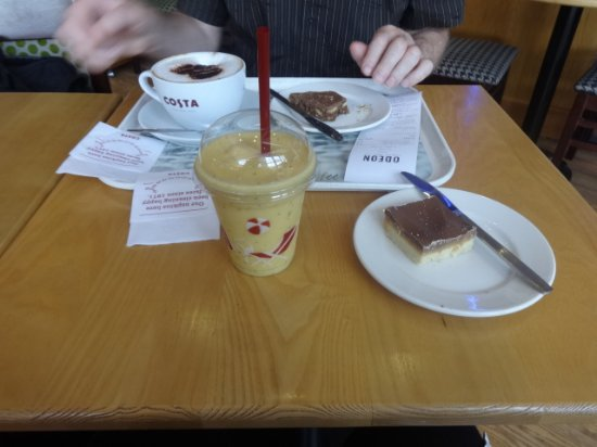 Lincolnshire, UK: Cappuccino, Smoothie, Shortbread and Tiffin