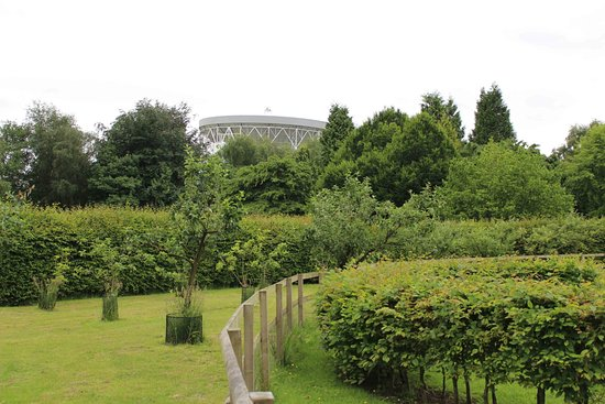 Macclesfield, UK: Jodrell Bank Discovery Centre - gardens