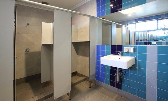 Aussitel Backpackers: Bathroom