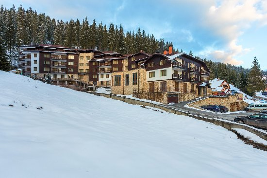Pamporovo, Bulgaria: Hotel, outside winer view