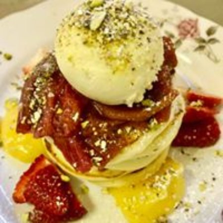 Wangaratta, Australia: Pikelets with rhubarb and lemon curd, and house-made vanilla bean ice-cream