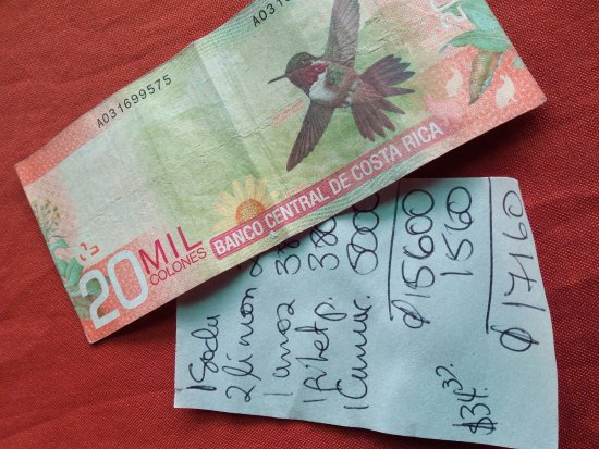 Нуэво-Ареналь, Коста-Рика: La cuenta para tres comensales