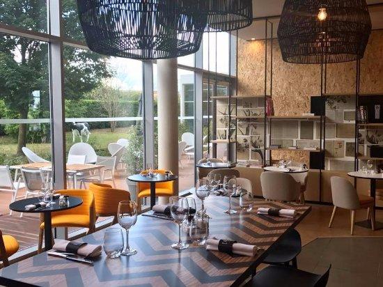 Mercure Lyon Genas Eurexpo : COTé le restaurant vue intérieure