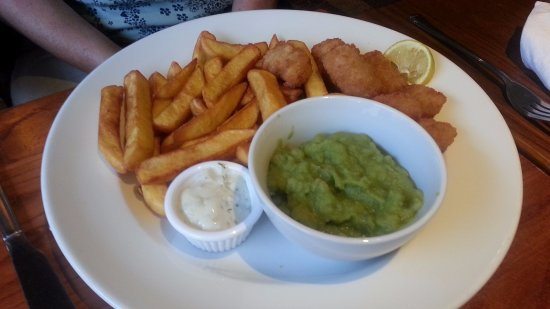 Knottingley, UK: Scampi & chips