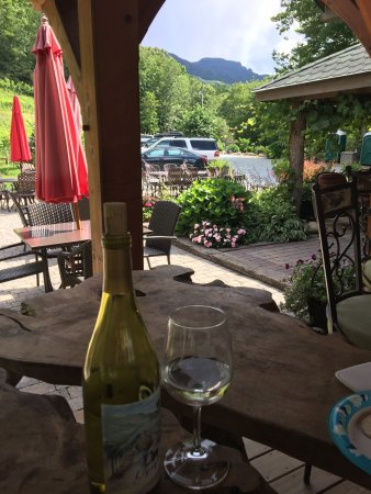 Grandfather Vineyard & Winery: A must for a nice afternoon!!