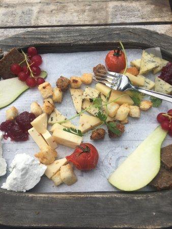 Nes, Holland: Restaurant Binnen