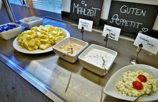 Hippach, ออสเตรีย: Frühstücks Buffet
