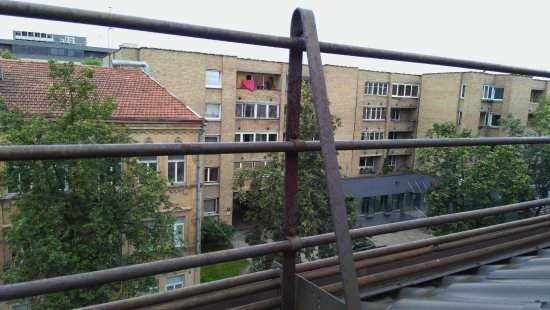 Algirdas City Hotels: прекрасный вид из окна на ржавое ограждение!