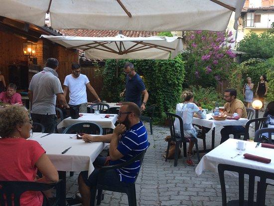 Cherasco, İtalya: Il dehors nel cortile