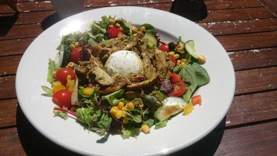 Horsham, UK: Chicken and pesto salad