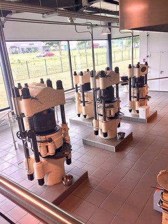 Neuville de Poitou, Frankrig: Les machines dorment mais la boutique vaut le coup d'œil