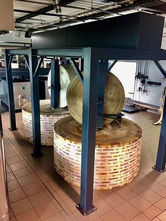 Neuville de Poitou, Франция: Les machines dorment mais la boutique vaut le coup d'œil