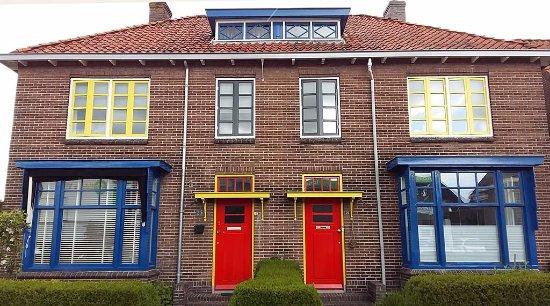 Museum Drachten : Woning in de Papegaaienbuurt in Drachten, volgens kleurenschema Theo van Doesburg ©Wilma Lankhor