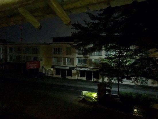 Pearle Beach Resort & Spa: questo è il paesaggio fuori del resort alle 18