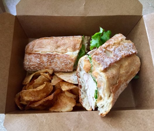 Kingston, Pensilvanya: Take Out Canteen 900 Signature Sandwich and House Made Chips