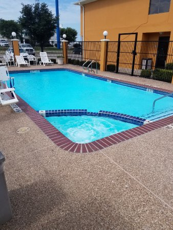 Hillsboro, Τέξας: Seasonal Outdoor Pool and Hot Tub