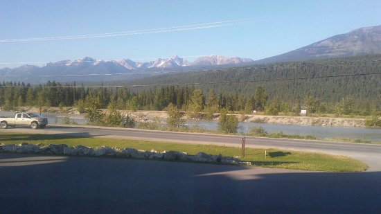 Golden Hostel, Kicking Horse River Lodge: View from room