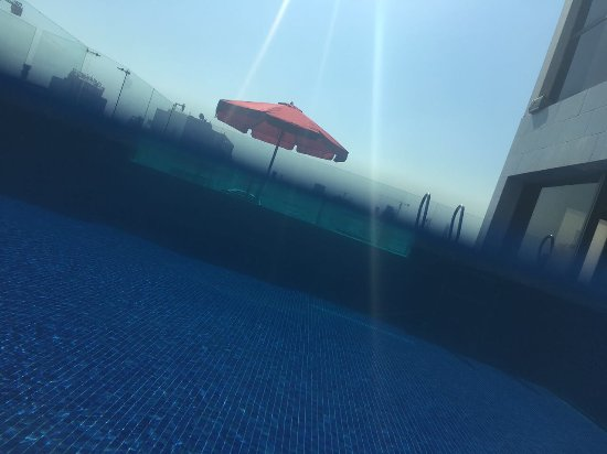 Midtown Hotel and Suites: Our Humble Small Pool