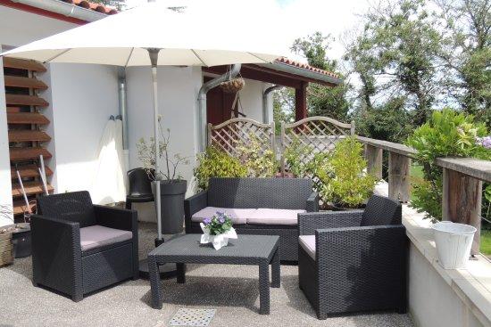 petit coin salon de jardin pour profiter de la terrasse obr zok auberge denena aicirits camou. Black Bedroom Furniture Sets. Home Design Ideas