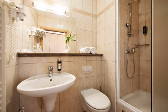 Lendava, Slovenia: A bathroom in a double room with the complimentary essentials