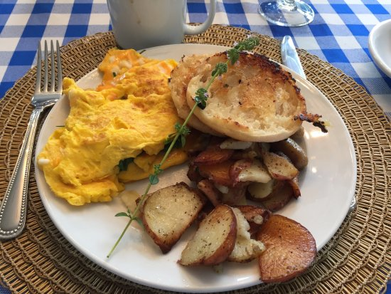 Bristol, RI: Breakfast from this morning. Vicky is a great cook!