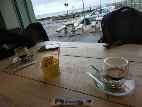 Strandhill, Ireland: Helado (sin leche) y café junto al mar