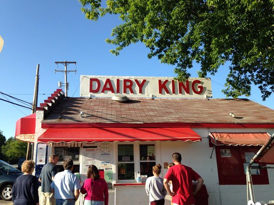 Beulah, MI: Dairy King order window