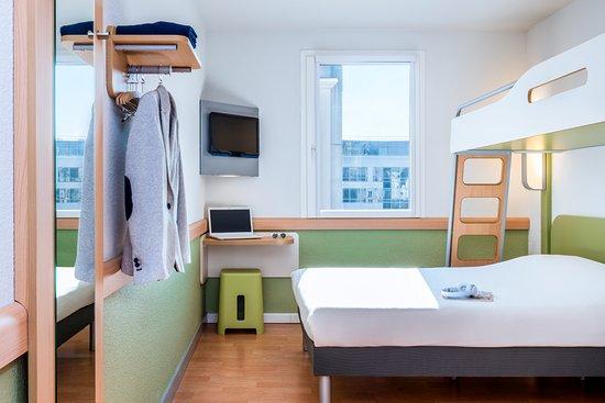 Issy-les-Moulineaux, France: chambre
