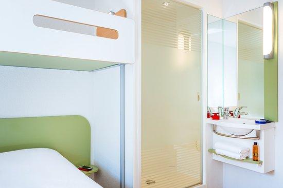 Issy-les-Moulineaux, France: coin salle de bain