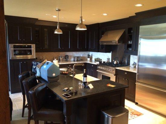 Edgemont Condominiums: Gourmet kitchen.