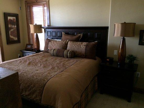 Edgemont Condominiums: Second master bedroom