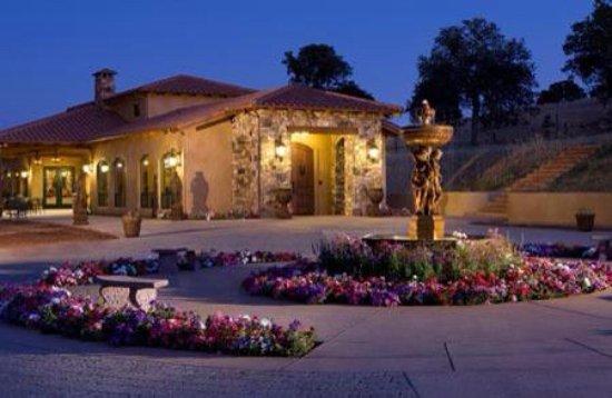 Grass Valley, كاليفورنيا: Tasting Room in the evening