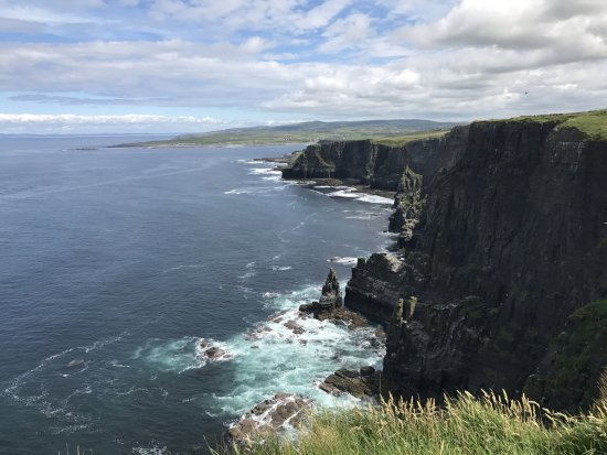 Doolin, Irlanda: One of the many incredible views we got.