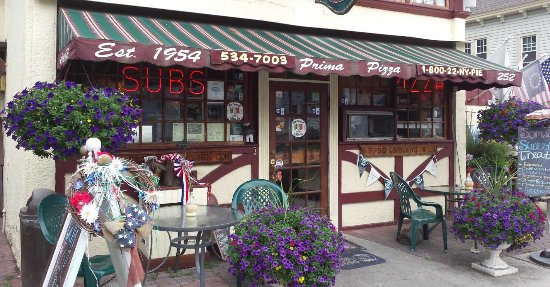 Cornwall, NY: Prima Pizza Entrance