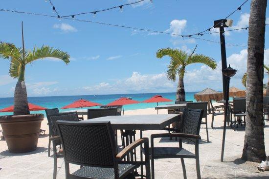 West End Village, Αγκίλα: Beachside Dining