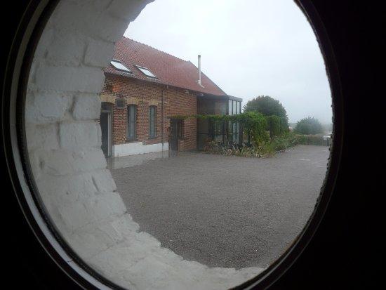 Nord, France : vue de notre chambre sur le restaurant renommé