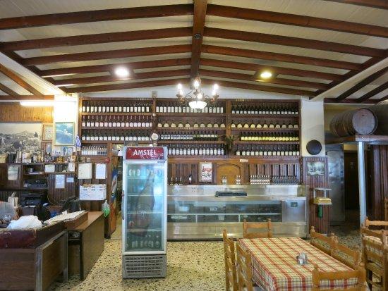 Vari, Grecia: Inside the restaurant