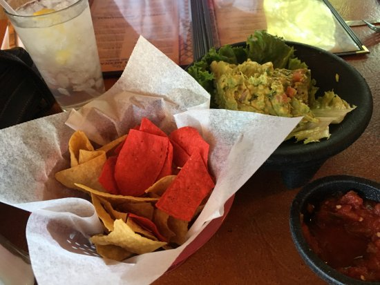 Cuba, NM: Started with chips and great guac!