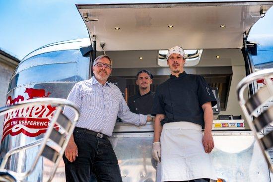 Vesenaz, Suiza: Une belle équipe pour vous servir