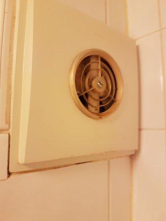 Shardlow, UK: neither shower nor fan worked