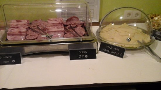 "wombats CITY HOSTEL VIENNA ""The Lounge"": ブッフェスタイルの朝食は4.5€(≒600円前後2016.08)№2"
