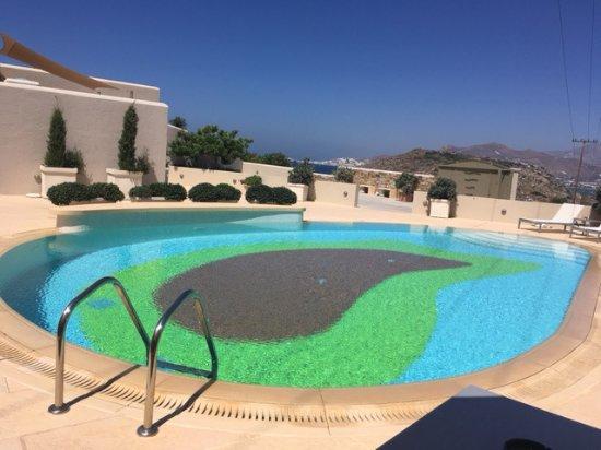Agios Prokopios, Grécia: The main pool next to the hotel's main entrance