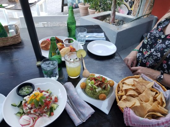 Lola Valentina : Ceviche, quac and Roasted Pork Sliders. Good drinks!
