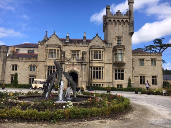 Lough Eske Castle, a Solis Hotel & Spa: Beautiful Castle Front