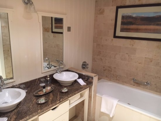Lough Eske Castle, a Solis Hotel & Spa: wonderful bathroom