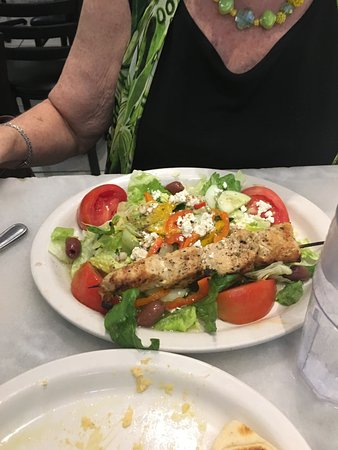 Zorba's Taverna: Greek Salad with Chicken