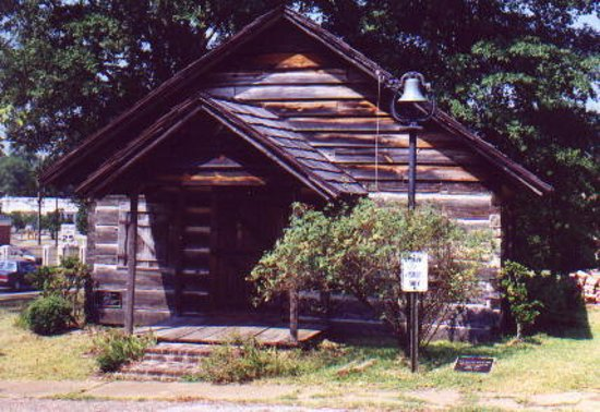 Mansfield, LA: Built in 1843, this the only remaining log courthouse in Louisiana.