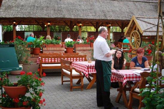 Rigotanya Restaurant and Guesthouse Bukfurdo: Rigótanya terasz